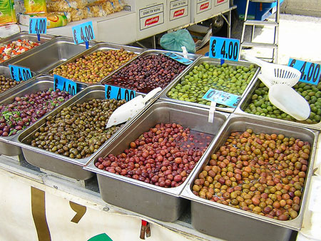 Оливки Италии на ярмарке