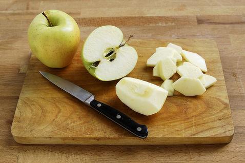 Prigotovleniye fruktovogo deserta