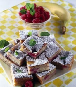 Biskvitniy tort s fruktami