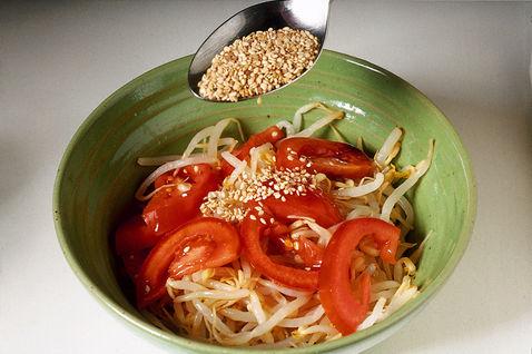 Salat s soey i pomidorami 4