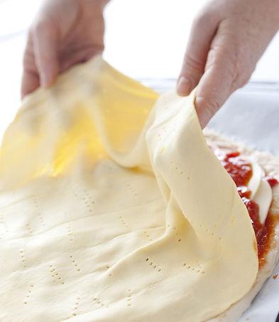 Pizza-sloenoe-testo-prigotovleniye-3