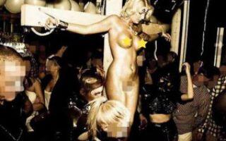 Распятие порнозвезды, шокирующее католический мир