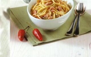Спагетти с чесноком и тунцом