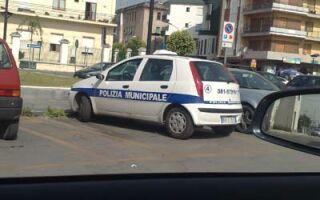 Италия новости на сегодня. Авто полиции и политиков паркуются без правил