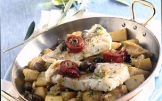 Мерлуза с картофелем и оливками
