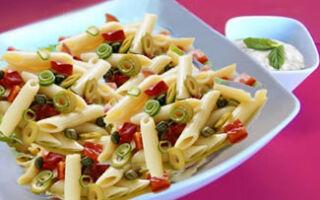 Ригатони с помидорами, оливками и моцареллой
