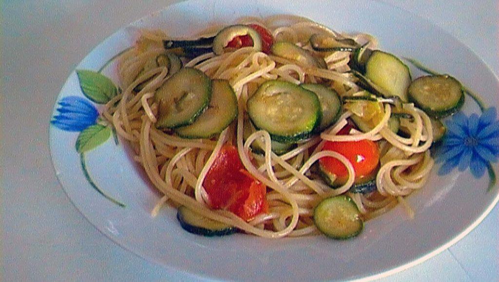 spaghetti-zukini-pomidory