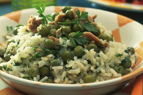 Рис с тунцом и горошком
