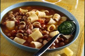 Суп с пастой фасолью и песто