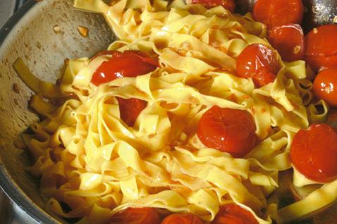 Паста с помидорами черри 5
