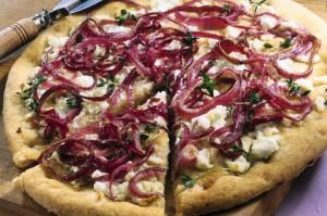 Пицца с луком