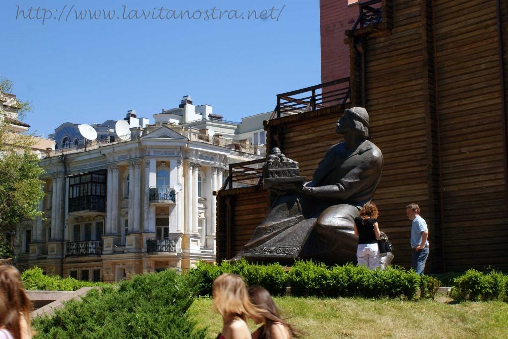 Kiev u metro Zolotiye vorota