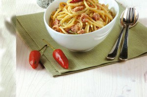 Spaghetti s chesnokom i tunzom