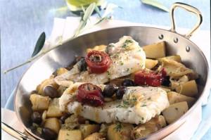 Merluza s kartofelem i olivkami