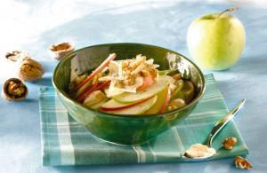 Salat s yablokom i seldereem