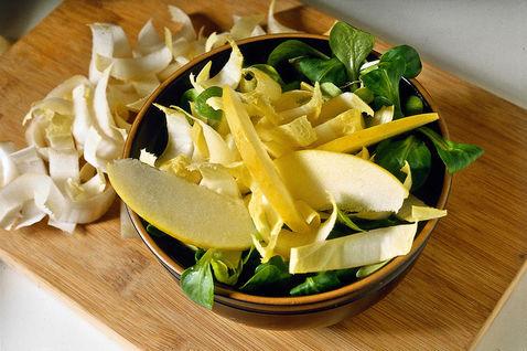 Salat belo-zeleniy 3