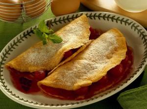 Sladkiy omlet s vishnyami