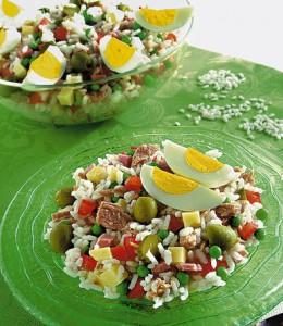 Salat s risom i tunzom