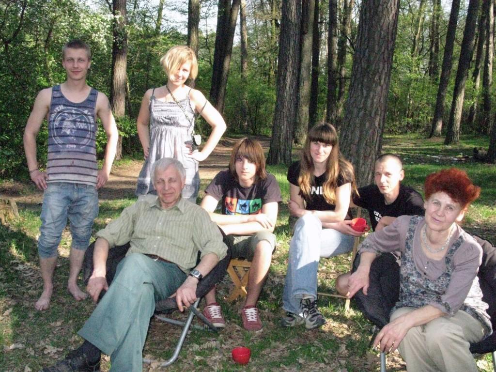 Вся наша семья: на переднем плане мама с папой, а потом брат со своей семьей и я со своим Кирюшей