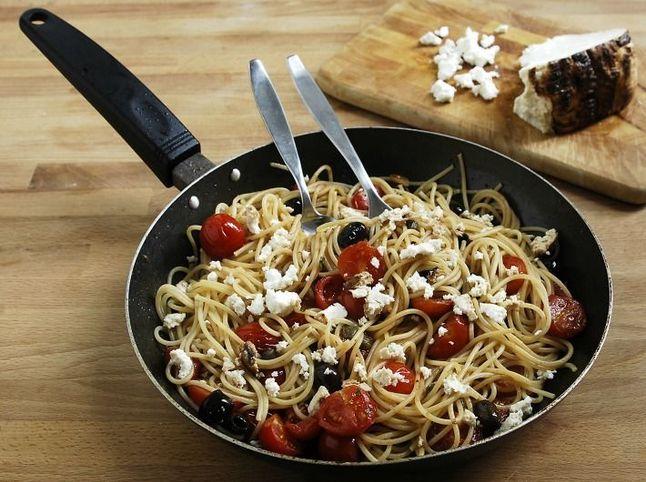 Spaghetti-po-bistromu-prigotovleniye-2