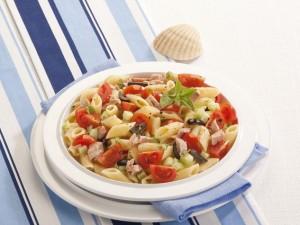 Holodnaya-pasta-s-tunzom-pomidorami