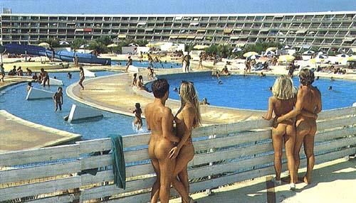 Голый БодиАрт на пляже фото с пляжа нудистов