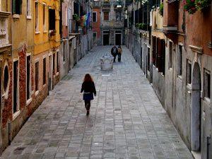 kak_nazivajutsa_ulitsy_Venezii