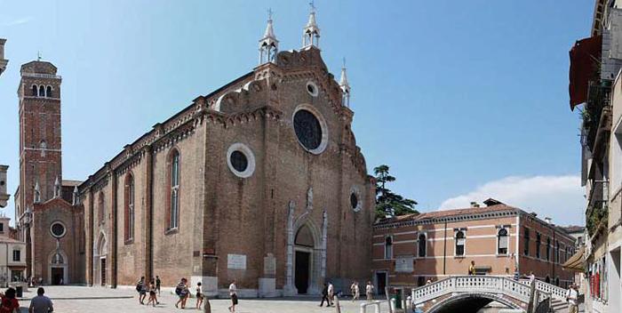 Basilika Dei Frari v Venezii